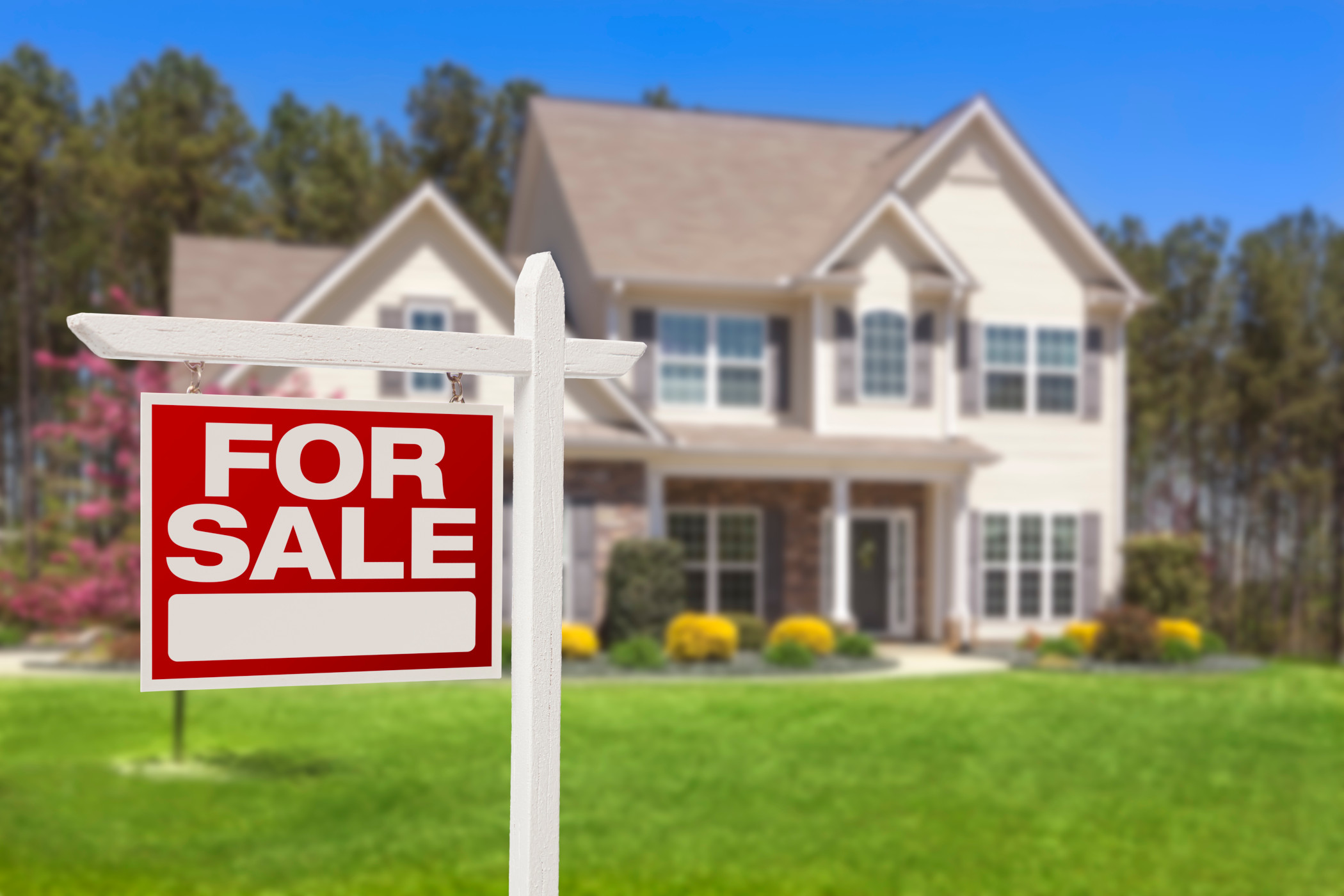 Existing home sales fell for the third consecutive month because of tight supply. (Getty Images)