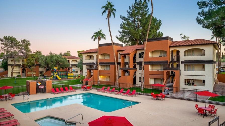 The 348-unit Country Club Verandas apartment complex in Mesa, Arizona, was built in 1985. (IPA)