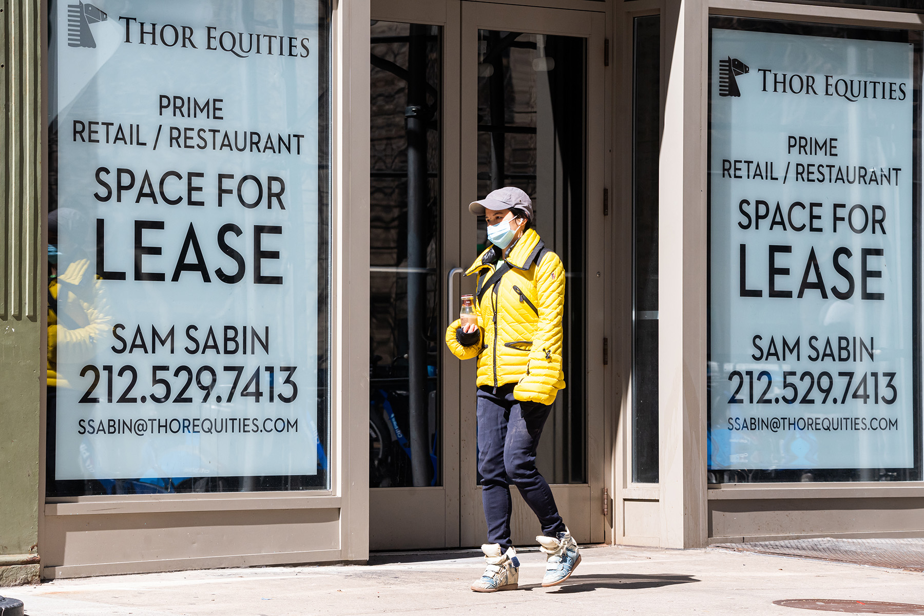 The coronavirus outbreak caused the shut down of retail businesses and restaurants, prompting owners and landlords to try to change their lease terms to include losses from a pandemic. (Getty)