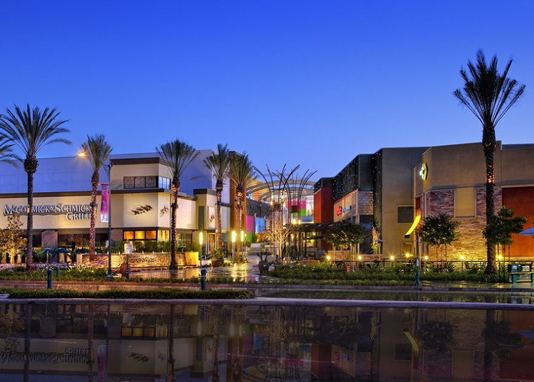 Anaheim GardenWalk shopping center near Disneyland is 86 percent leased to businesses including music venue House of Blues and restaurant McCormick and Schmicks. Photo: CoStar