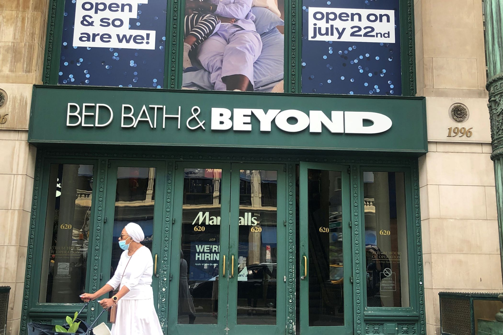 To Compete With Amazon, Bed Bath & Beyond Plans Massive Distribution Hubs on Both Coasts
