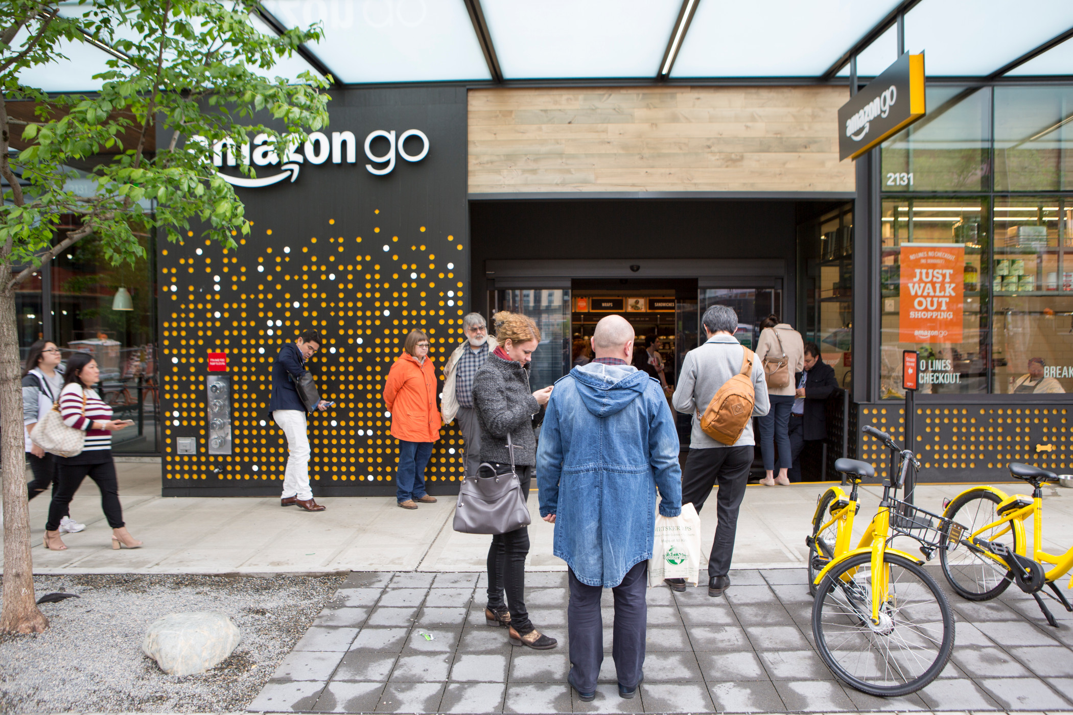 Online retailer Amazon is expanding its cashierless Go stores. (iStock)