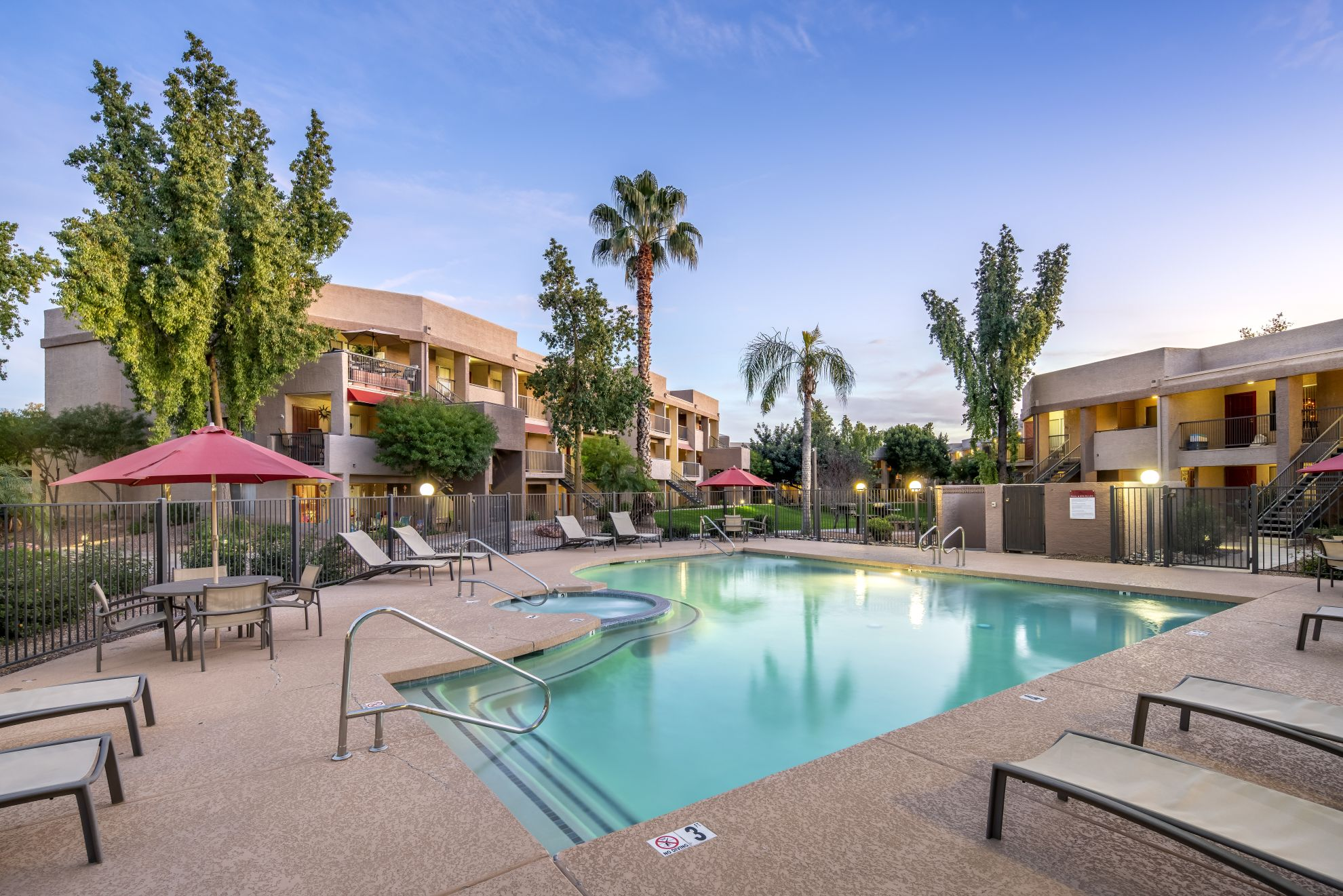 The Eagle Crest apartments in Glendale, Arizona, were built in 1987. (CoStar)