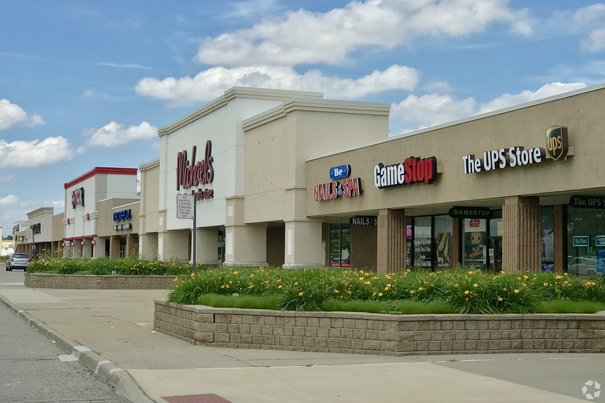 Among RAIT Financial Trust's assets to be sold through a bankruptcy auction is Oakland Plaza in Troy, Michigan. (CoStar)