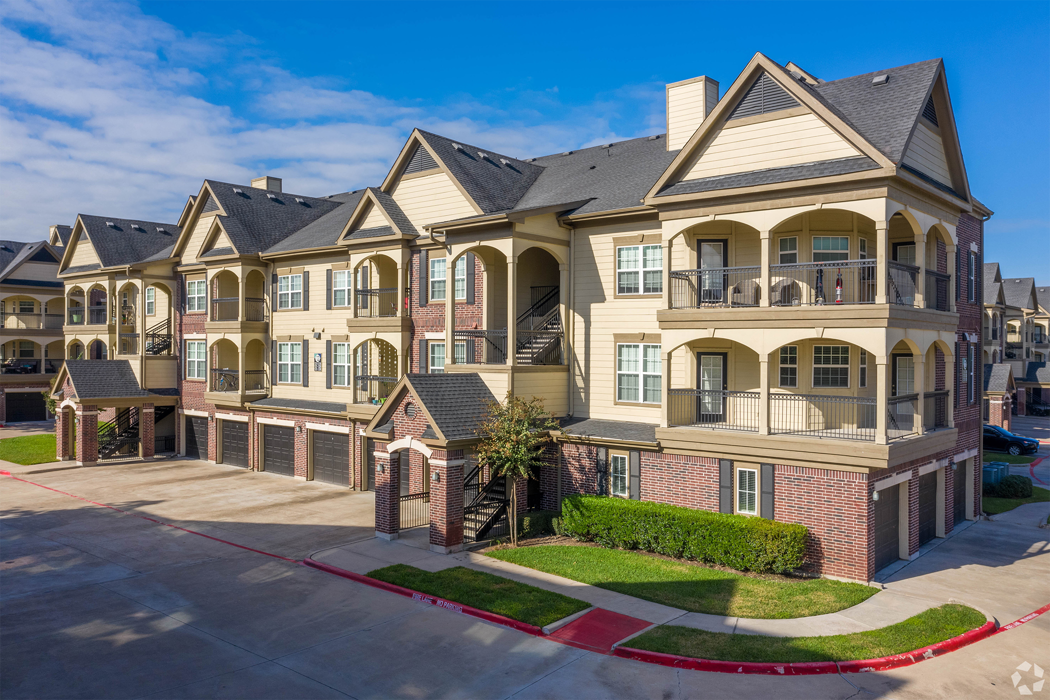 Camden is optimistic about overall apartment revenue bouncing back this year. Pictured is the Cypress Creek community in a Houston suburb. (CoStar)