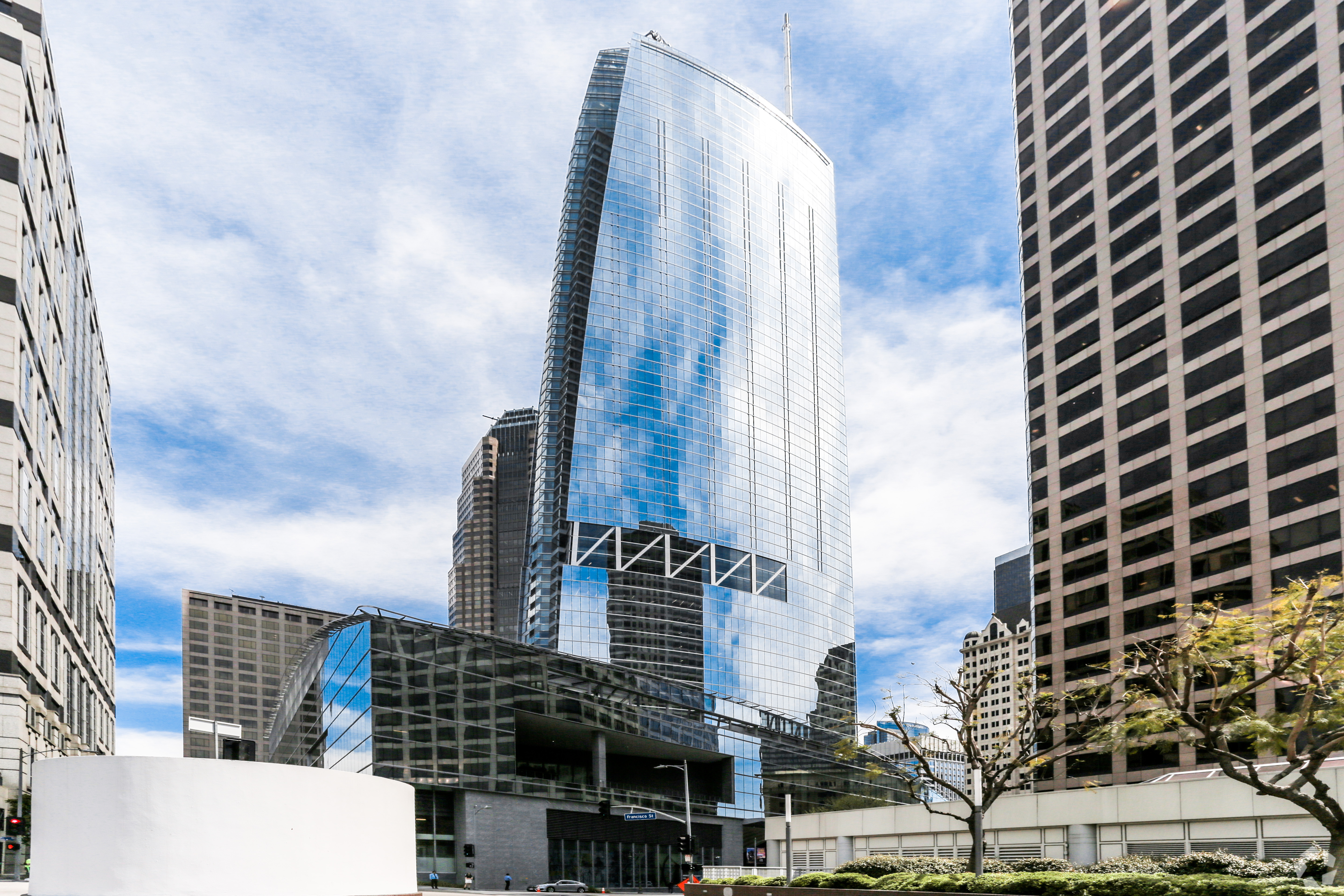 Korean Air Lines is lending $950 million to its Hanjin International Corp. subsidiary as part of a refinancing of Wilshire Grand Center, which houses commercial offices and an InterContinental hotel in downtown Los Angeles. (CoStar)