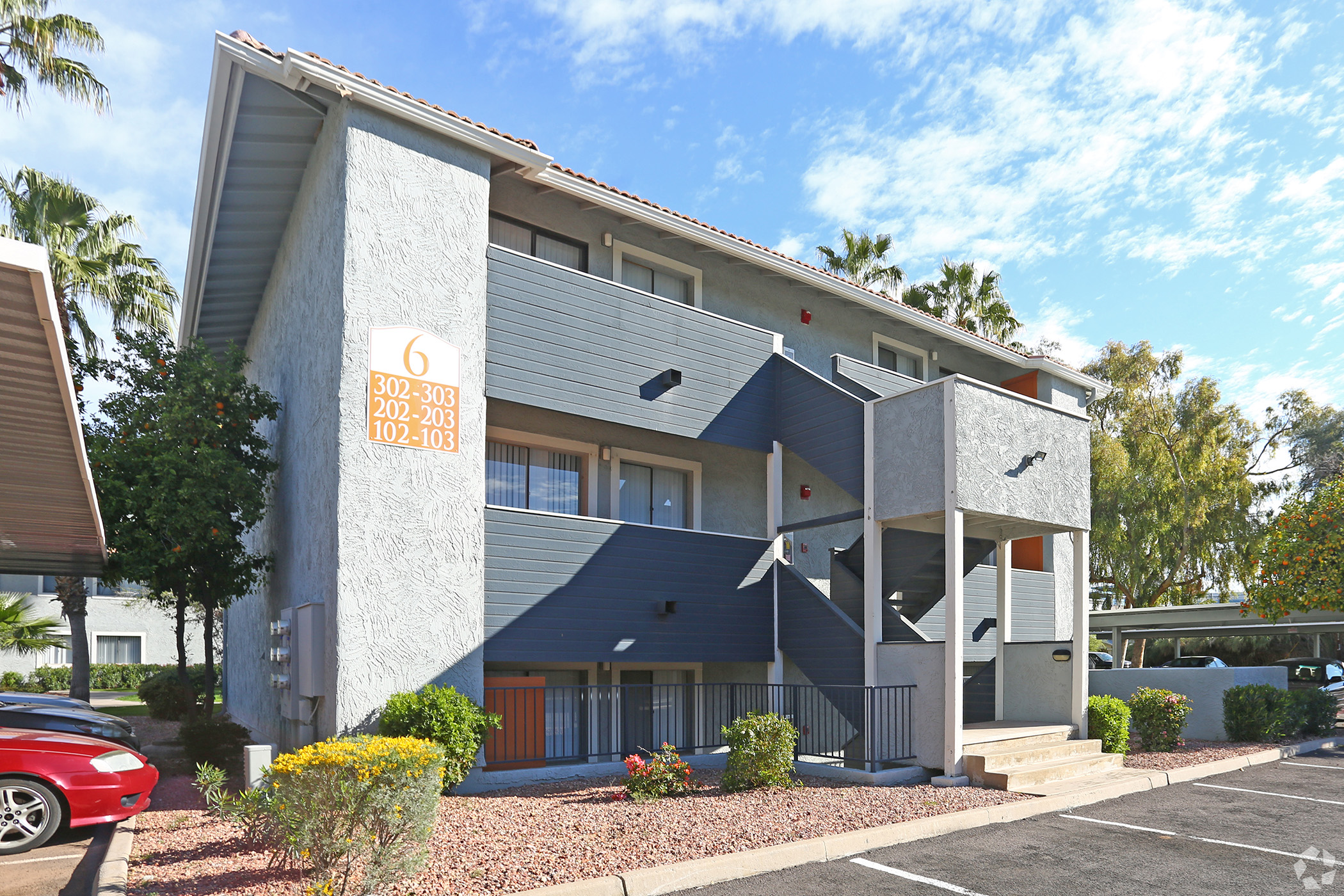 The Riverside apartments were built in 1985 and renovated in 2017. (CoStar)