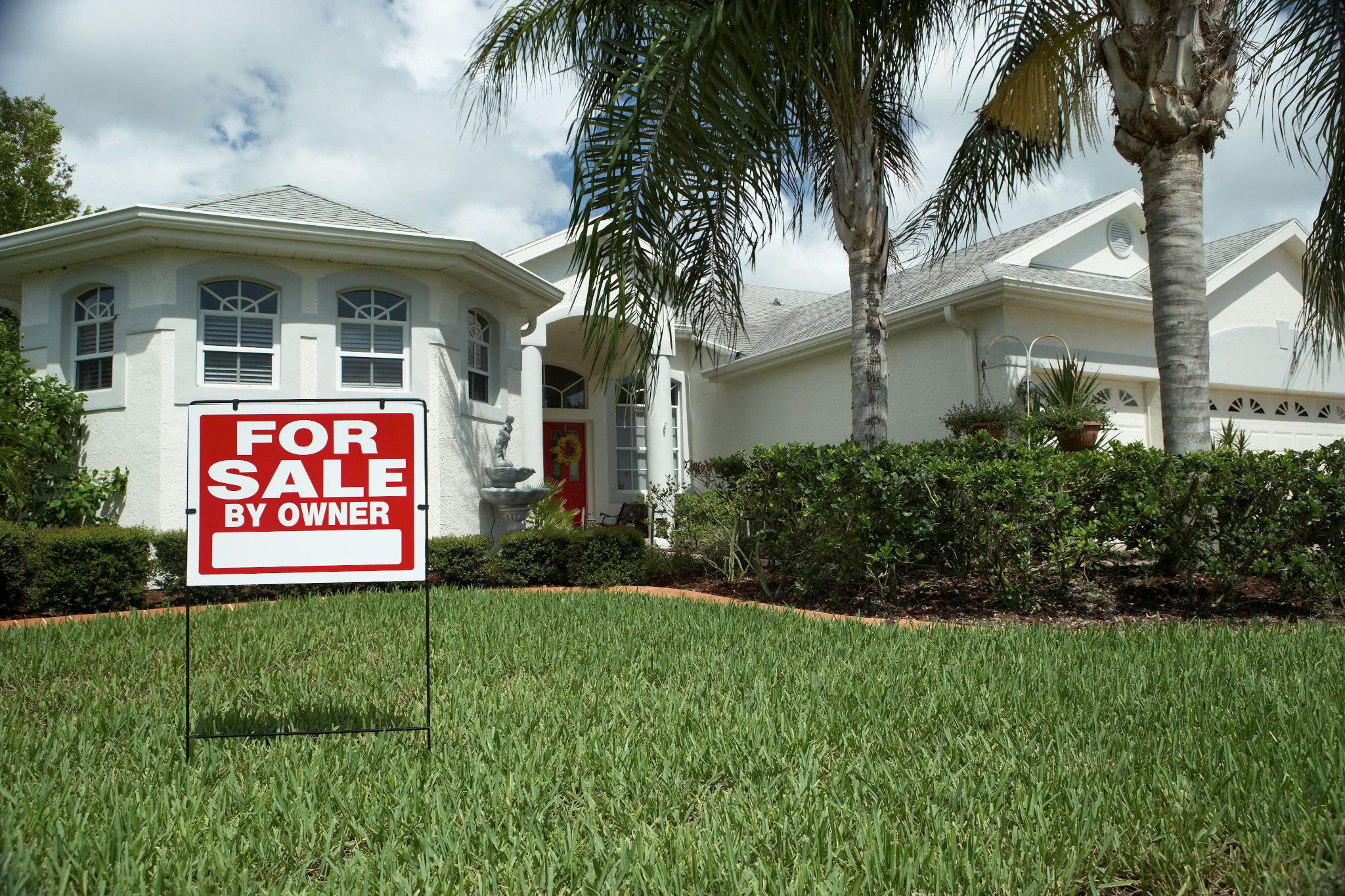Existing home sales fell in August after two months of increases. (Getty Images)