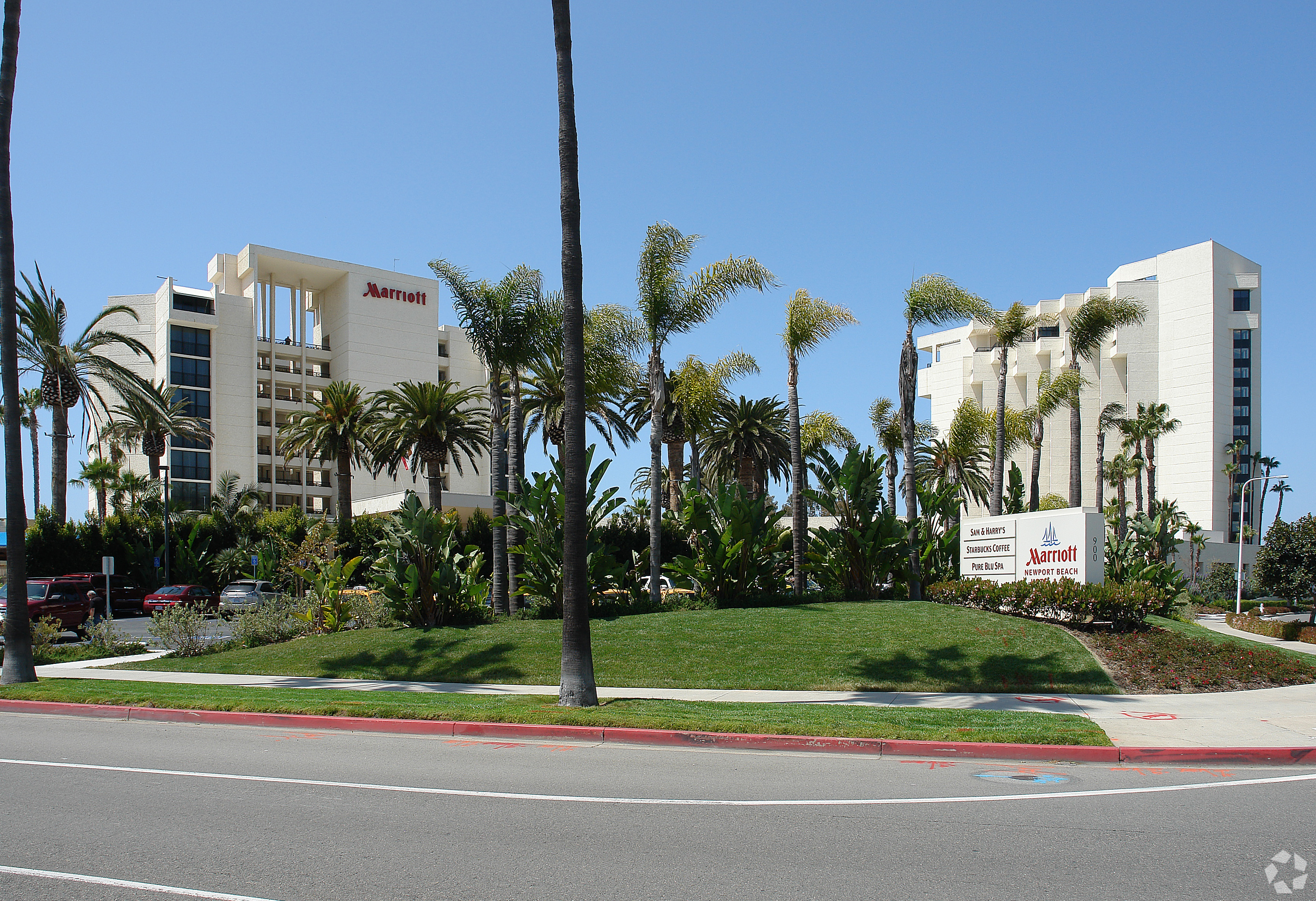 Host Hotels sold the 532-room Newport Beach Marriott Hotel & Spa in California's coastal Orange County. (CoStar)