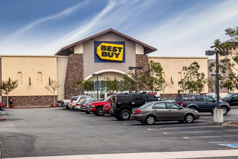 Best Buy's curb-side service has contributed to the retailer's online sales growth. (CoStar)