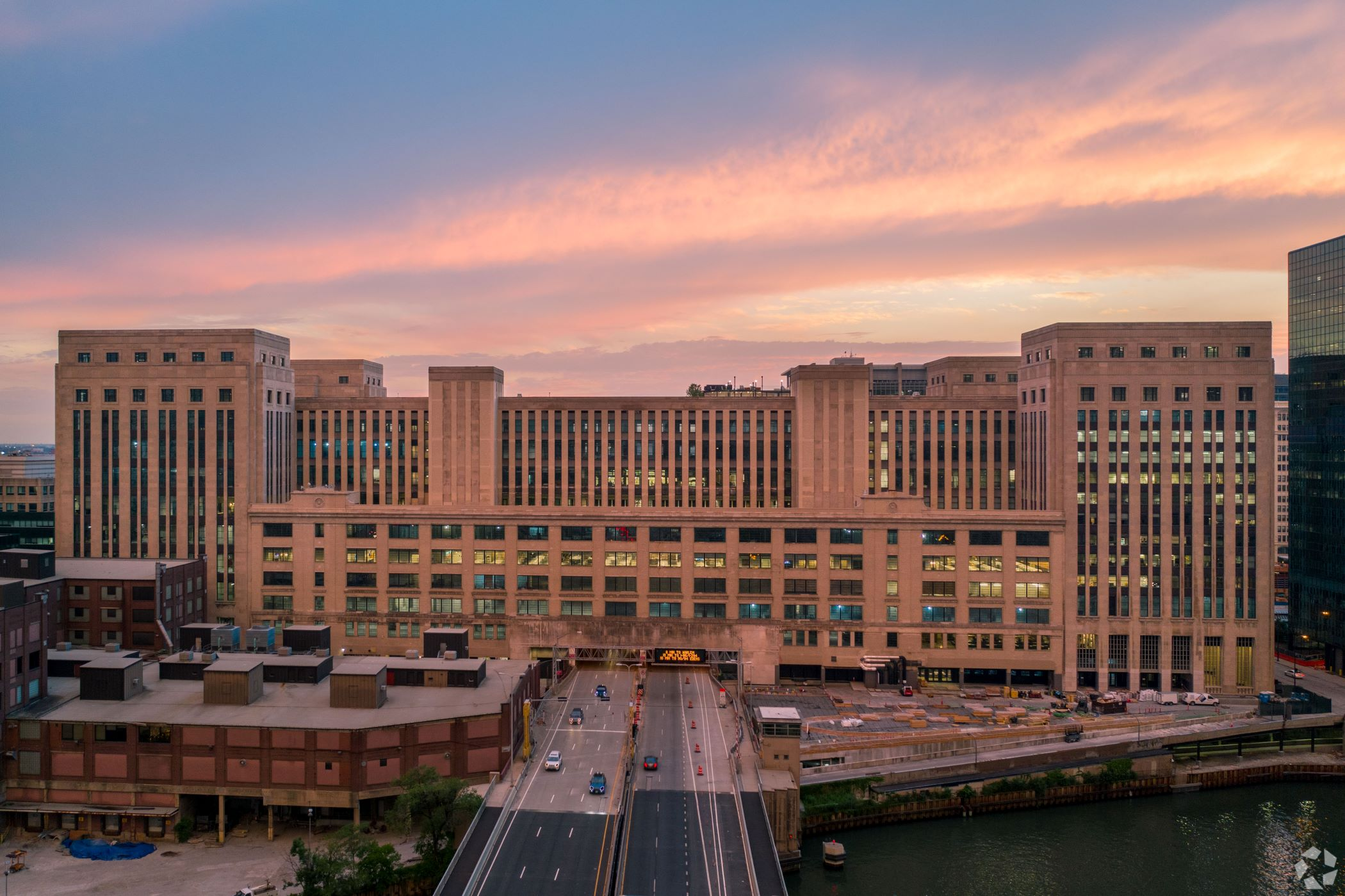 In 2019, Uber was hailed as the lead anchor to the Old Post Office in downtown Chicago. In 2021, it put 30% of the 463,000 square feet it was taking there on the sublease market. (CoStar)