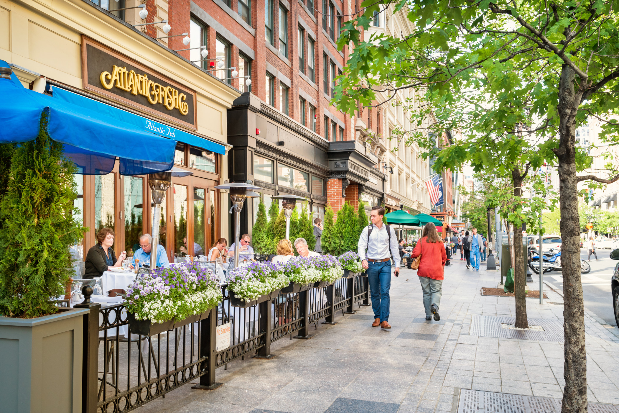 Boston Mayor Martin Walsh said the city's licensing board would lift some restrictions and streamline restaurants' ability to use outdoor space adjacent to their indoor dining rooms. (iStock)