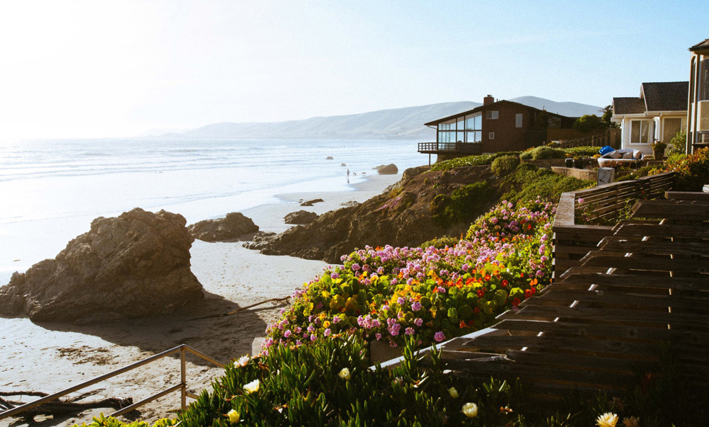 A bill limiting the listing of some San Diego County coastal properties on home-sharing sites advanced to the state Senate. Photo: Pexel, Taras Makarenko