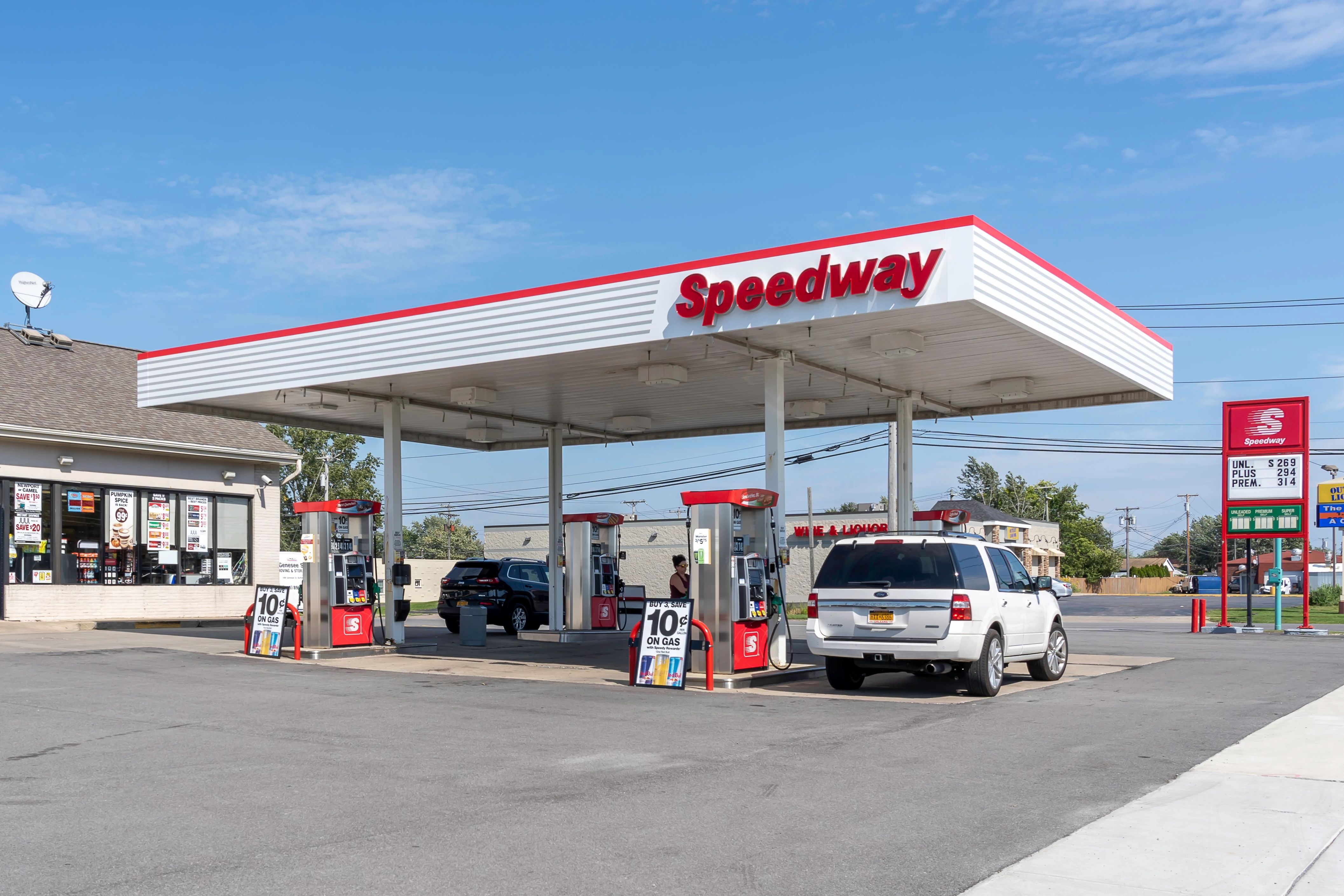 7-Eleven is shedding 293 convenience stores and gas stations but still owns thousands of others. (Getty Images)